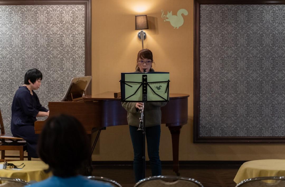 ソロ演奏する生徒