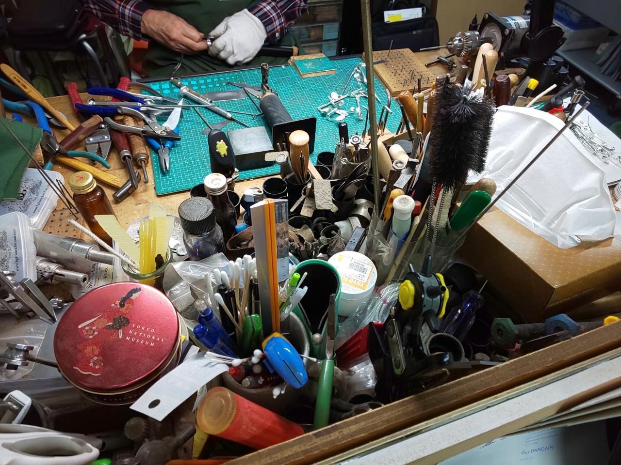リペア職人の机と道具類