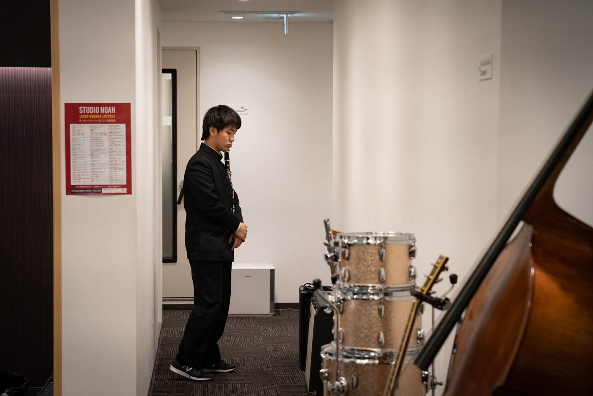 実技模試で音出しを待つクラリネットの受験生